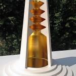« Colonne céleste » Plâtre. Feuille d'or. Miroir. Hauteur 50 cm, diamètre 48 cm.