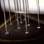 Pluie 1985. 3mx2mx2m70. 10 javelots polis, particule d'acier et résine.