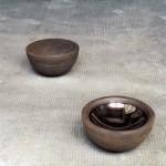 Sculptor 2001-2002 Un des quatre éléments en fonte de fer, diamètre et hauteur : 0,16 m. Fonte de fer avec coupelle acier inox embouti.