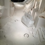 Dans la vitrine Hermès 12 03 2014 (conception Antoine Platteau)  « Le pas du cheval d'argent » Plâtre et argent. JC Pigeau