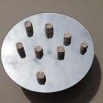 8 segments en plâtre de tiges de lotus posés sur miroir de 12 cm de diamètre avec socle acier inox