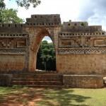 Labna : site archéologique préhispanique maya. Yucatan. Mexique Du profil de l'arc de Labna est née la sculpture « Labna 2005 » ainsi que la niche de l'oratoire de Baca.