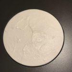 QI 2018 Disque de porcelaine blanche. Diamètre 26 cm. Epaisseur 3 cm. Edition 4/6. Réalisé avec la collaboration du maitre céramiste Linjianquan de Dehua.